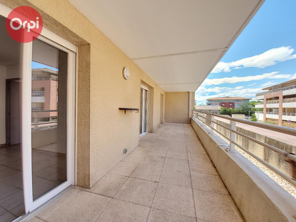 Appartement à SAINT-ESTEVE    112 000 €